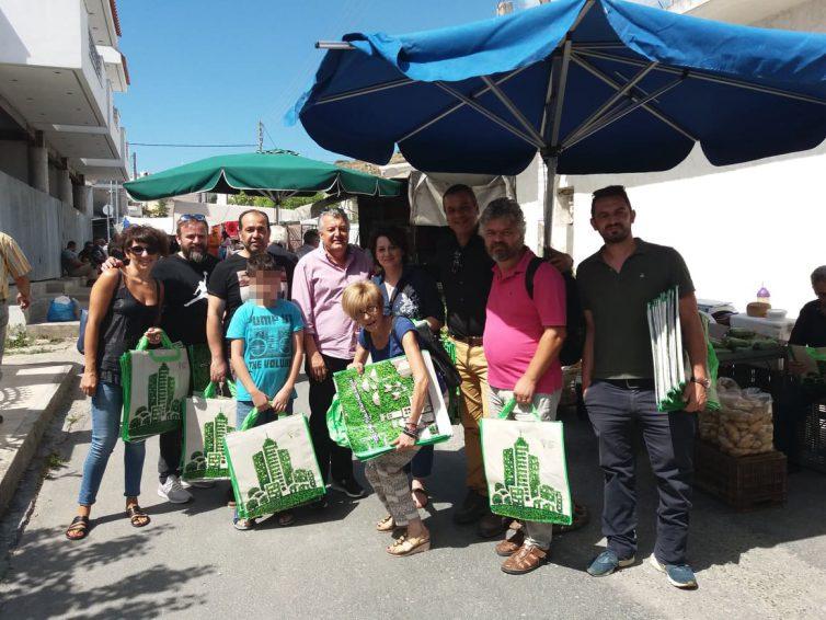 Περιβαλλοντική ενημέρωση και διανομή της τσάντας πολλαπλών χρήσεων του ΕΣΔΑΚ στο Αρκαλοχώρι