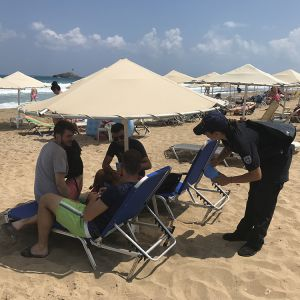 Δράση ενημέρωσης και διανομής του χάρτινου σταχτοδοχείου παραλίας