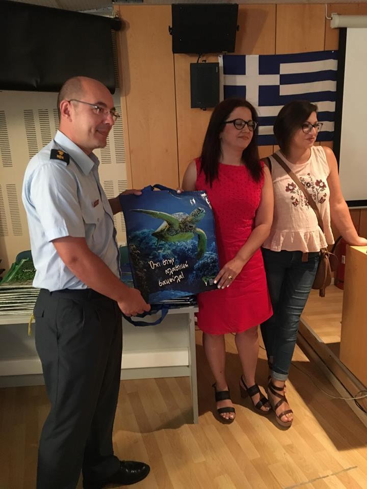 Με δράση στο Αστυνομικό Μέγαρο συνεχίστηκε η εκστρατεία του ΕΣΔΑΚ για την μείωση της χρήσης της πλαστικής σακούλας